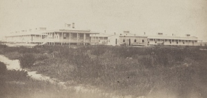 U.S. General Hospital, Hilton Head, South Carolina, c. 1861-1865. Built facing the ocean/Port Royal Bay (Broad River). Hospital medical director's residence, left foreground. Source: Library of Congress, public domain.